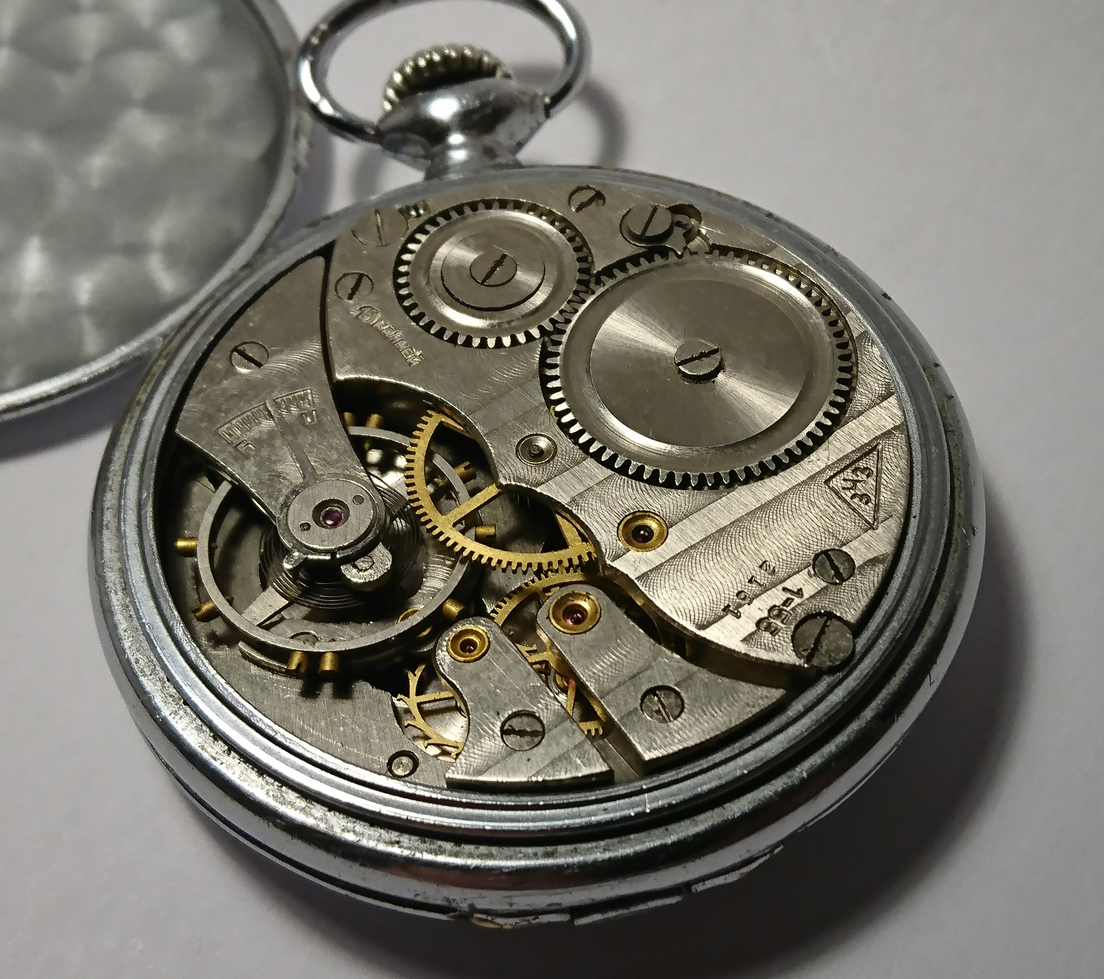 Datowanie starych zegarków Omega umawianie się ze współpracownikami